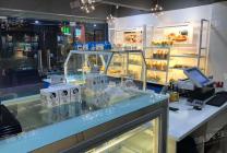 东城烘焙店转让!位于小区出入口,临街位置优越,附近没有同行店铺