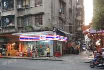 新会区会城商业街便利店急转(多所学校环绕  人流密集)周边是商业城
